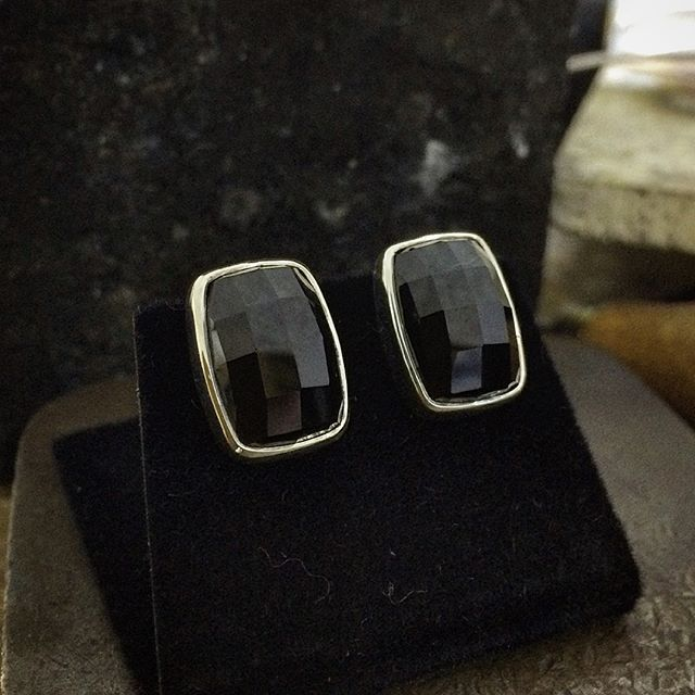 SALE!! 15mm x 11mm faceted Onyx Studs. Very comfortable! Wide butterfly backs make them sit flat against your lobe and not tip forward. Can also be worn sideways or on an angle. I still make studs like this today. Were $340. Now $195 plus post. Message me on Instagram or Facebook or comment Sold. First in best dressed. Thanks!