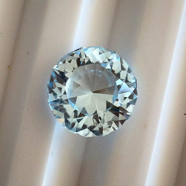 Going through my stone stash from March...havnt had a chance to play with it much yet! Here is an absolutely stunning natural blue Queensland topaz. Sooooo pretty. Its 10mm round. I think it looks bluer in real life too.