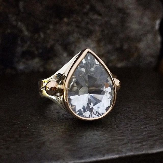 Here's one I haven't posted yet! This pretty teardrop is Queensland Topaz with an ever so slight tinge of blue It's got a lovely glow to it and beautiful bug flashy facets! Stunningly displayed and for sale @theempressandwolf in Daylesford. and @laurenharrisjewellery